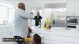 Lela Star kocasını mutfakta aldatırken
