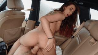 Kadınla arabada başlıyor ilişki