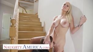 Merdivenin başında sex yapan Kenzie