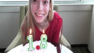 18 yaşındaki kız yarak görünce mutlu oldu