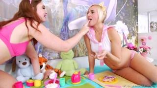 Genç kızlar hunharca bir ilişki yaşıyor