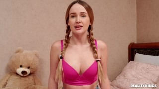 Genç öğrenci kızdan solo porno