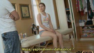 Rus genç kız masaj yaptırdığı salonda kendini verdi