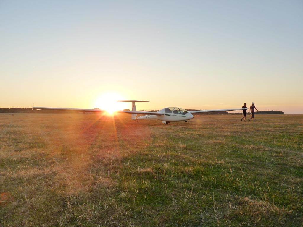 DG 505 im Sonnenuntergang