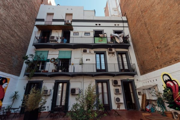 Zoo Rooms - The Barcelona Stop Over - FlunkingMonkey