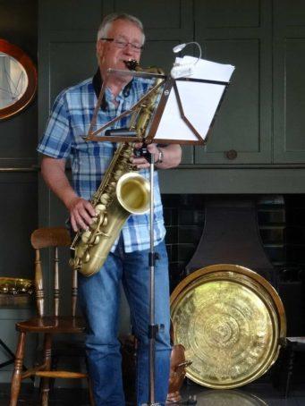 David plays a solo