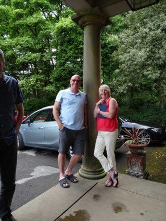 Andrew and Sue en Vacances