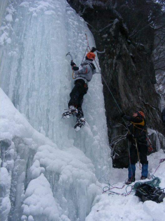 cascada de gheaţă Transfăgăraăşn
