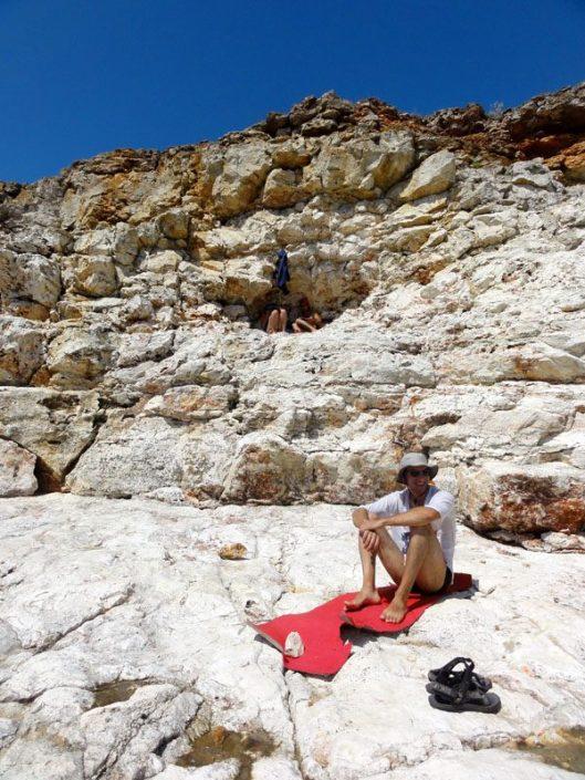 peșteră în faleză la mare. Tyulenovo