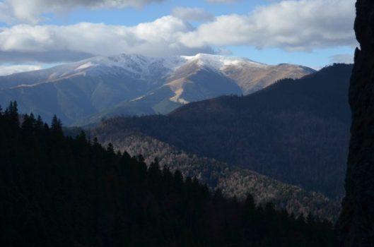 muntii iezer iarna