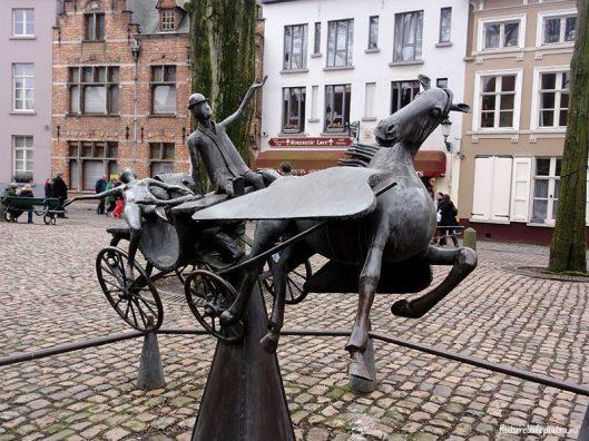 statuie Pegasus, Leda, Apolo Bruges