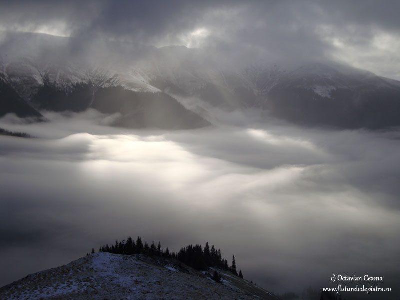 plafon de nori si ceata varful lespezi