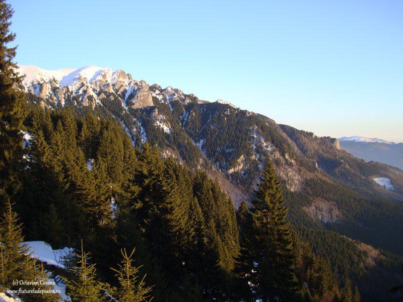 schi de tură pe Muntele Roșu
