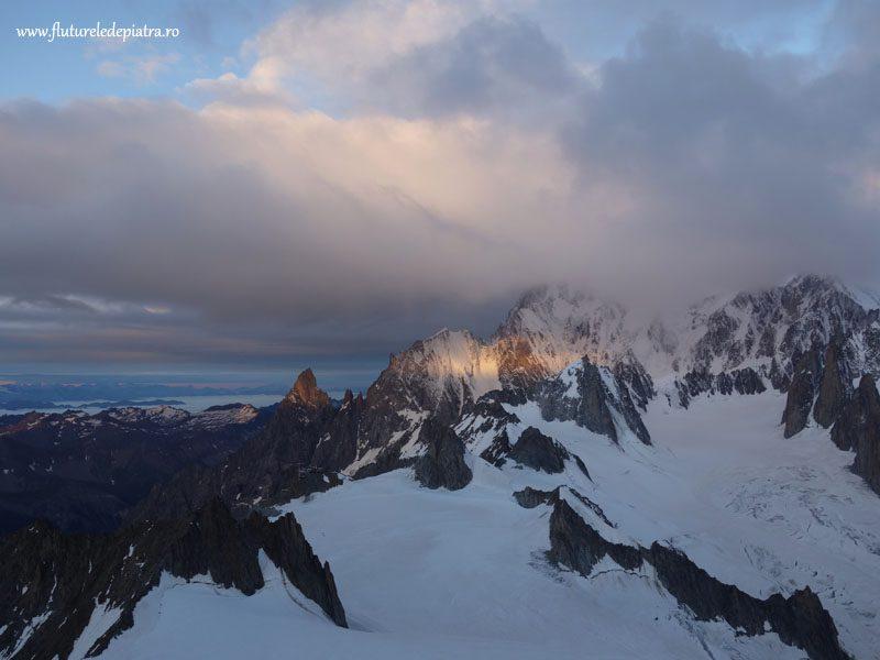 peisaj alpi cu zăpadă