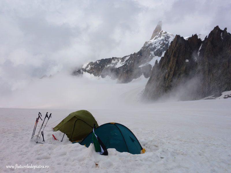 dormind pe ghețar, Italia