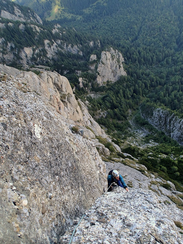 panorama valea prahovei muntii bucegi