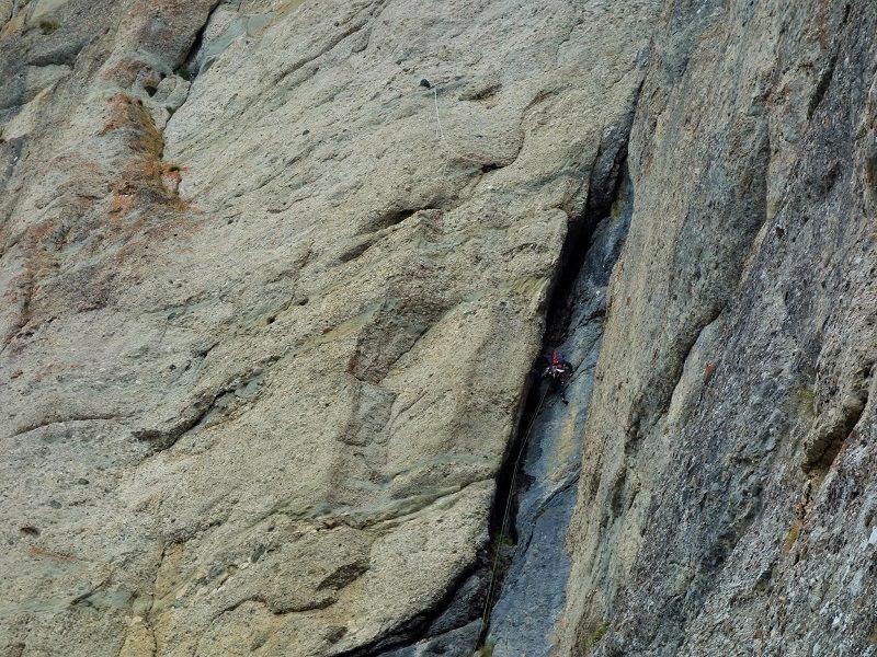 traseul diedrul pupezei_peretele vaii albe_alpinism (19)