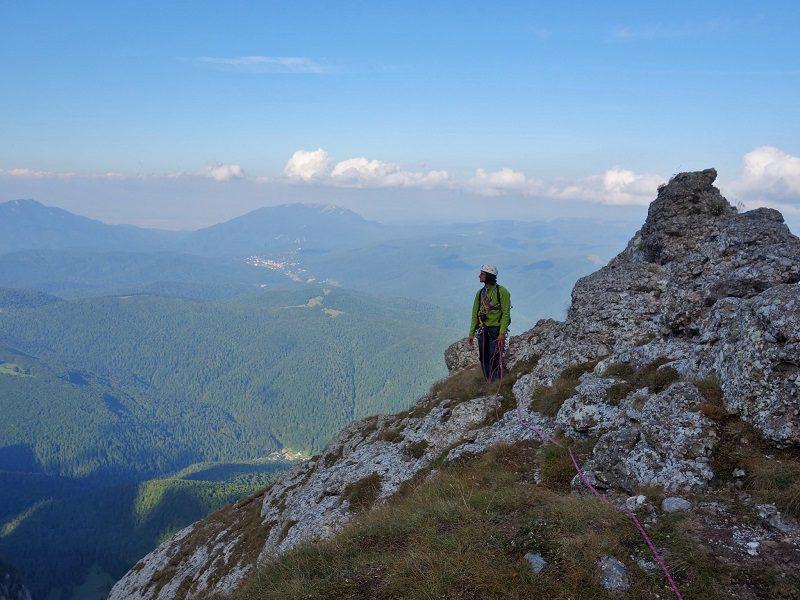 panoramă munții bucegi_alpiniști