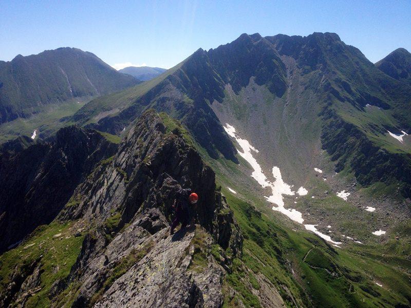 creasta vartopel arpasel vara muntii fagaras peisaj