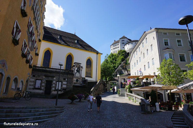 Orașul Kufstein, Austria, la poalele Wilder Keiser