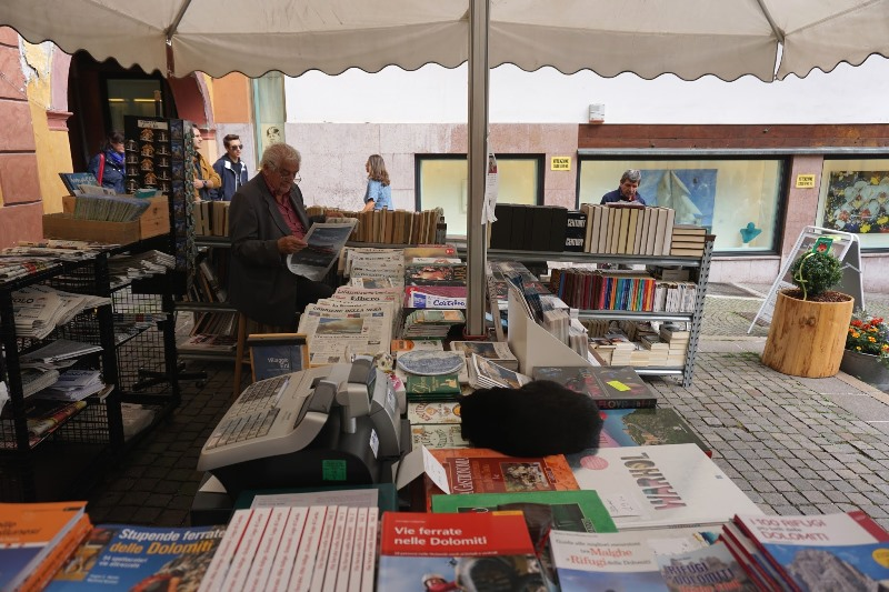 librărie cu schițe și cărți de munte, Cortina d'Ampezzo
