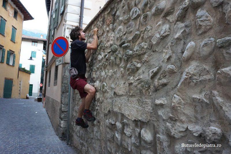 incalzire pentru catarat pe zidurile din Arco italia