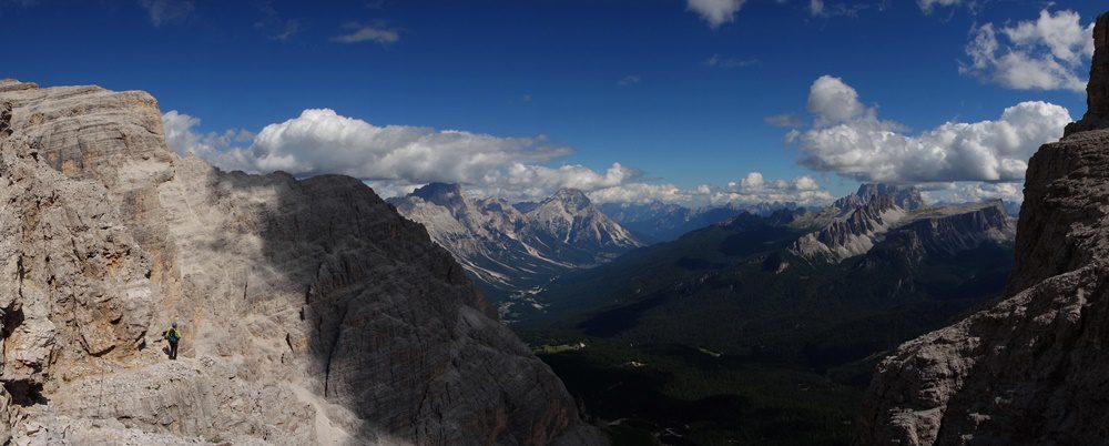panorama cu Dolomitii, de pe retragerea din Tofana di Rozes