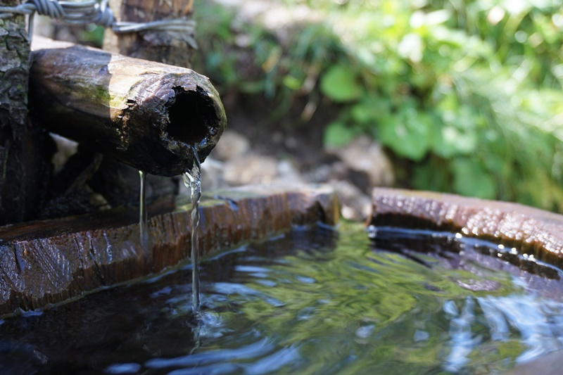 izvor amenajat cu apă potabilă, Dolomiți