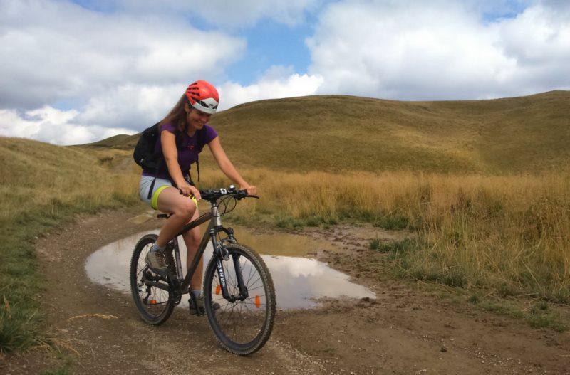 cu bicicleta pe potecile din Munții Baiului, Carpații de Curbură