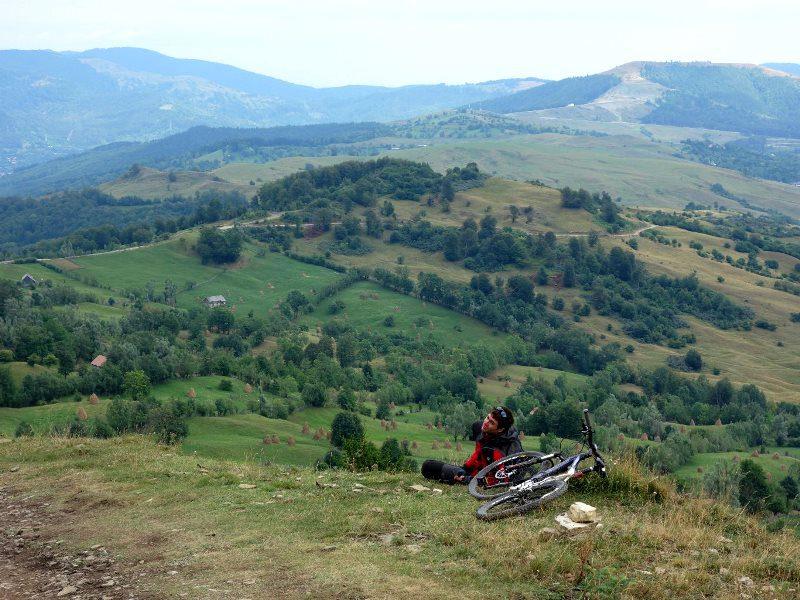 tură de bicicletă în munții Baiului, satul Secăreni