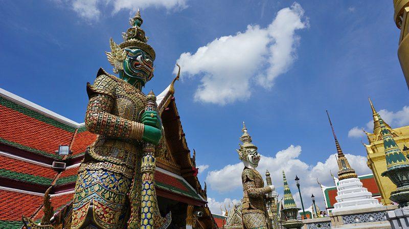 Asuras, demonii care păzesc templele budiste din Grand Palace, Bangkok, Thailanda