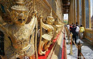 Asuras paziind templul lui budha de smarald, bangkok, thailanda