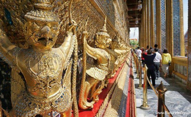 Plimbare o zi prin Bangkok: Palatul Regal, Templul lui Buddha de Smarald și strada Khaosan