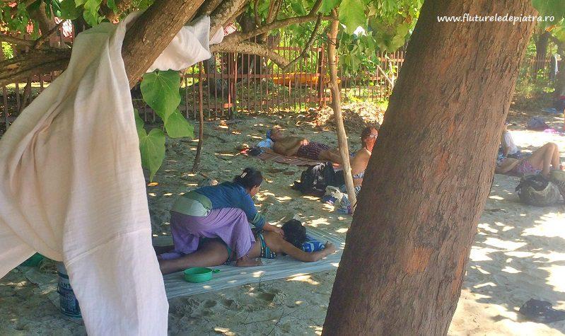masaj tailandez pe plaja railey, thailanda