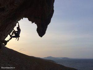 siluetă de cățărător la Secret Garden, Kalymnos, escalada de vacanta Grecia