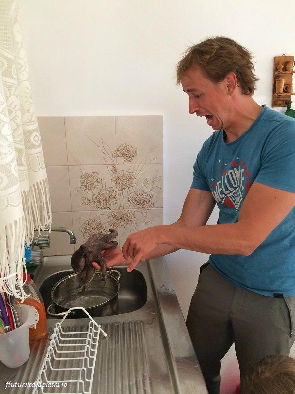 Alex Sava la gătit de caracatiță, vacanță în Kalymnos