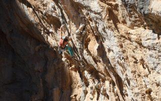 escaladă în Peștera Sikati, Kalymnos, Grecia