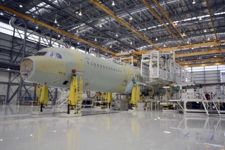 El primer Airbus montado en Mobile en la cadena final de montaje el día de la inauguración oficial de la misma.