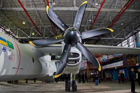 A diferencia del An-32, en el An-132D los motores se sitúan frente y debajo de las alas en lugar de encima de estas.