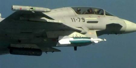 El Eurofighter empleado en la integración de la GBU-48 poco antes del lanzamiento del la bomba.