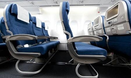 Asientos de clase turista del Boeing 747-8I de Korean Air.