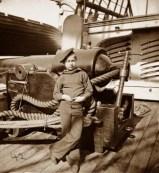 Un 'powder monkey', como se llamaba a los niños que transportaban la pólvora, en el buque USS New Hampshire, 1864.