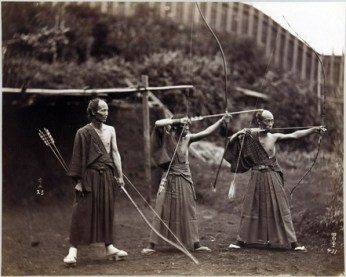 Tres arqueros en Japón, 1860-1900.