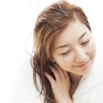 【ドライヤーVS自然乾燥】髪の美容・健康によいのはどっちなの?