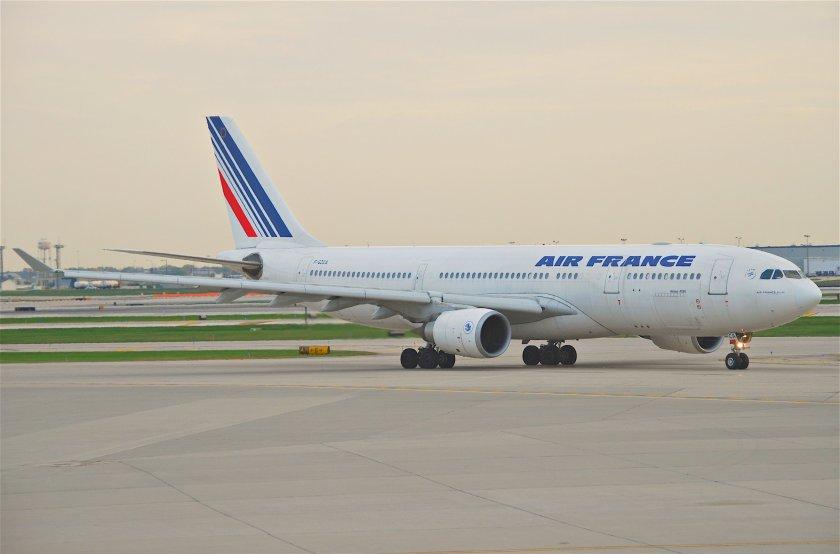 Air_France_Airbus_A330-200;_F-GZCA@ORD;12.10.2011_624ck_(6301856272)