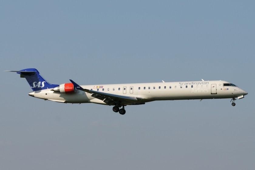 Bombardier_CRJ-900_OY-KFB_SAS_-_Scandinavian_Airlines_System_(3448156251)