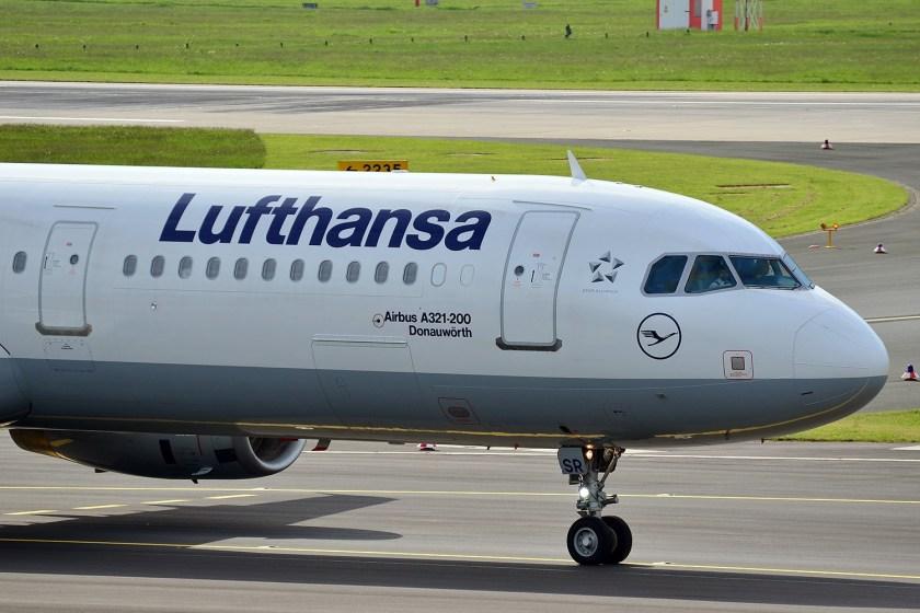 Lufthansa_Airbus_A321-200_(Donauwörth)_(10583481806)