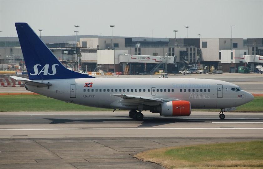 Scandinavian_Airlines_Boeing_737-600;_LN-RPZ@LHR;05.06.2010_576em_(4690517748)