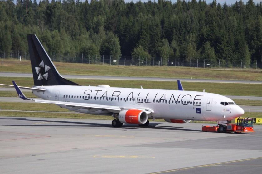 LN-RRL_Boeing_B.737WL_SAS_Scandinavian_Airlines_In_Star_Alliance_Colours_(9533297806)