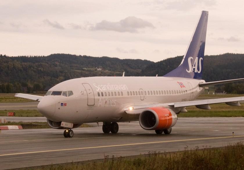 SAS_LN-RCU_Boeing_737-600_at_Værnes